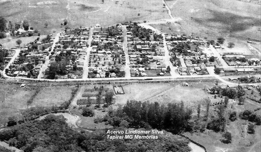 Vista geral do perímetro urbano do Distrito Sede de Tapiraí, em meados do século XX. Fotografia: Acervo Particular do Sr. Lindiomar Silva