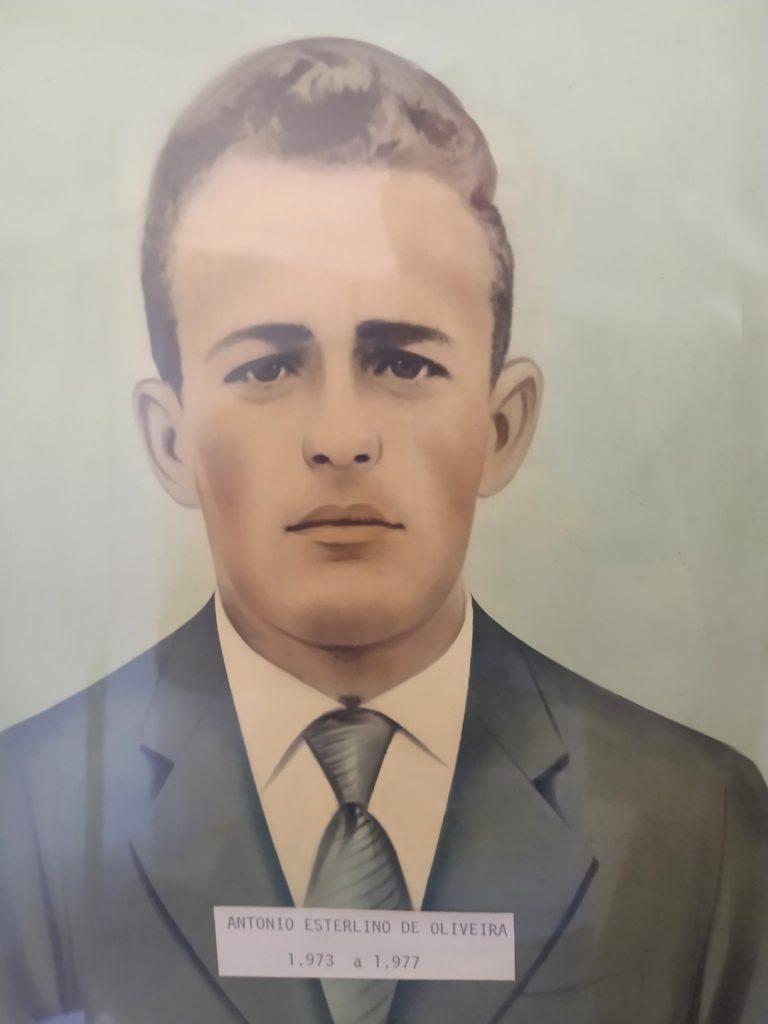 Antônio Esterlino De Oliveira